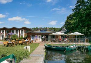 Leckerer Fisch frisch aus dem Räucherofen, Fischerbrötchen und Frischfisch! :: Fischerhof Eldenburg :: Müritzfischer