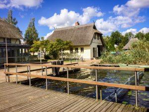 Unser Fischerhof liegt direkt am Krakower See :: Dat Hüdenhus Fischerhof Krakow am See :: Müritzfischer