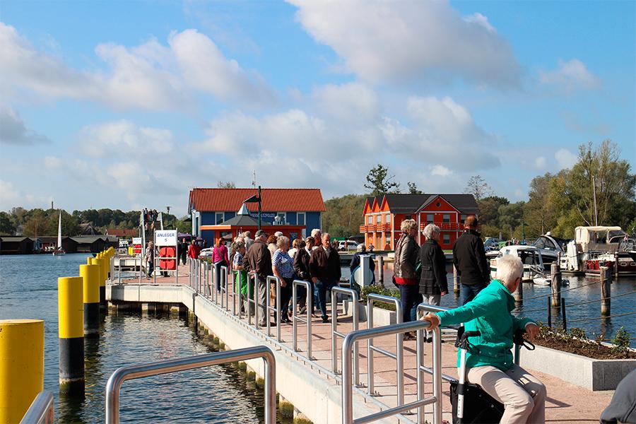 Fischerhafen am Leuchtturm Plau am See :: Müritzfischer