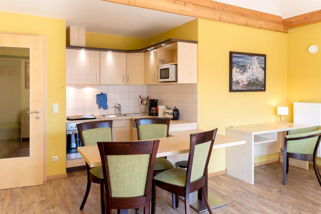 Essbereich im Wohnzimmer der Apartments :: Ferienwohnung am Hafen Plau am See :: Müritzfischer