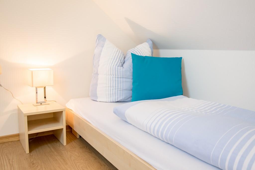 Bett im Dachgeschoß :: Ferienwohnung am Hafen Plau am See :: Müritzfischer